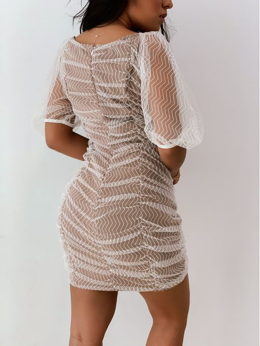 Vestido-De-Tule-Bordado-Zig-Zag