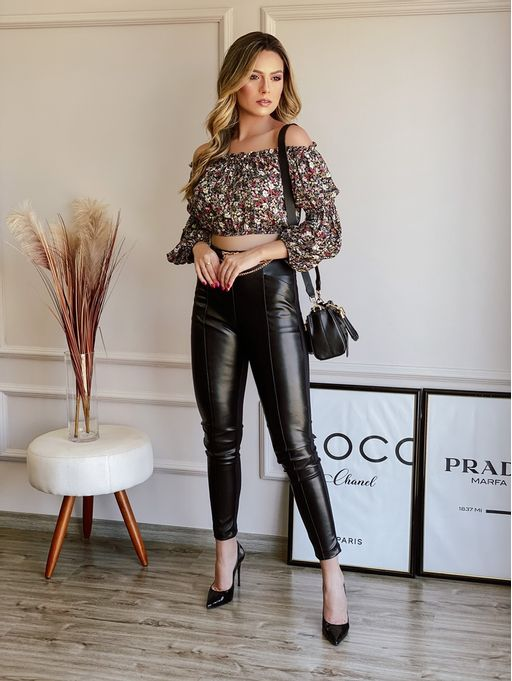 Cropped-Laine-Preto-Floral-Ombro-A-Ombro